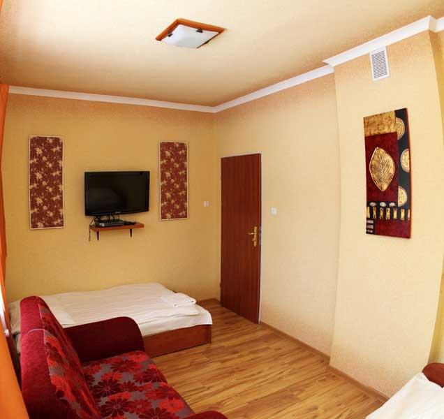 pokój dwuosobowy w Hoteliku Gwardia Koszalin